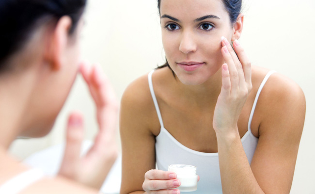 How to Safely Use Hydroquinone Cream